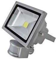 Reflektor LED 20W s PIR čidlem. Vadné čidlo, stále svítí.