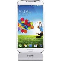 Stojanová nabíječka na mobil Belkin Sync-/Lade-Dock, microUSB, stříbrná