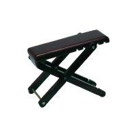 Dřevěná stolička pod nohu kytaristy