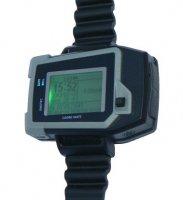 GPS lokalizátor s mobilním telefonem a LCD displejem
