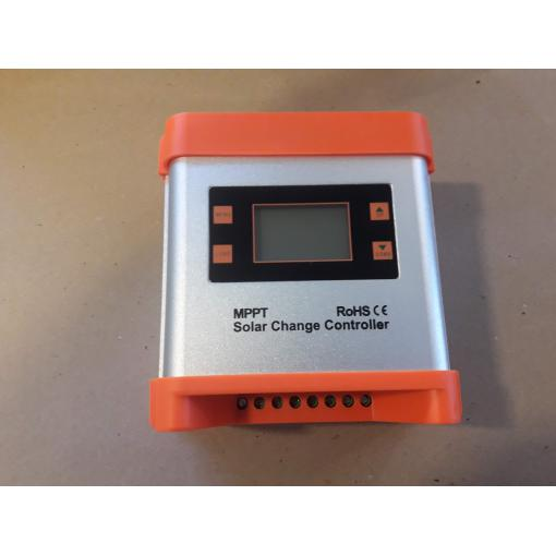 Solární regulátor MPPT 20A 12-24V, nefunkční na náhradní díly